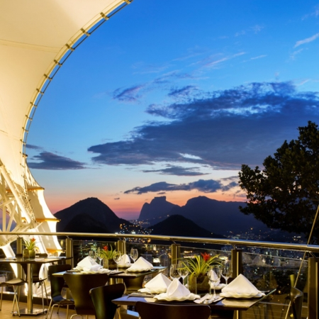 Gala dinner on the top of the Sugar Loaf, an upscale venue in a historical site with an amazing view.