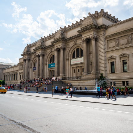 Get lost in one of New York's numerous museums and discover a treasure of your very own!