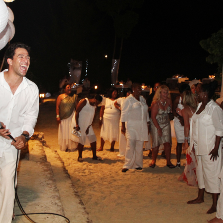 Host group gala dinners right on the beach