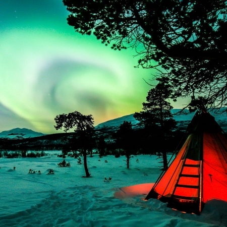 Visit north of Sweden on a crispy cold winter night and be mesmerized by the dance of Northern Lights.