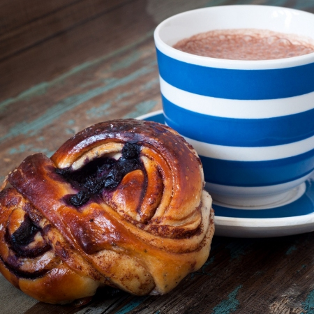 Immerse yourself into Swedish food culture by enjoying a fika break at one of the countless cozy cafes all over Sweden.
