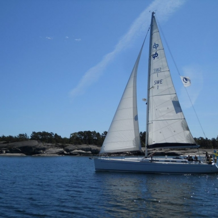 Sailing in the Stockholm Archipelago is a wonderful way to combine the beauty of the archipelago (22000 islands) landscape with a sailing adventure.