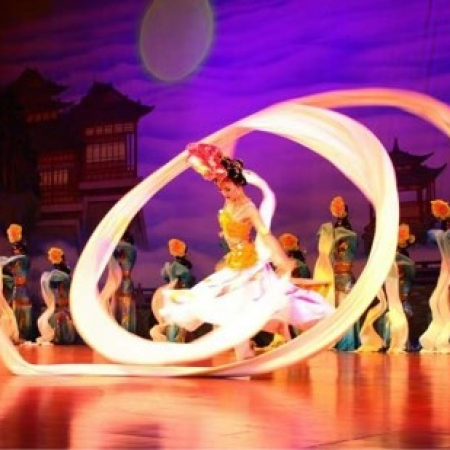 Indulge your senses during a private Tang Dynasty show and Cantonese dinner at the legendary Tang Palace.