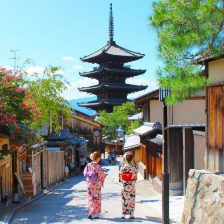 Stroll through Kyoto's richest area for sightseeing, Higashiyama, visiting temples, shrines, museums, and traditional shops.