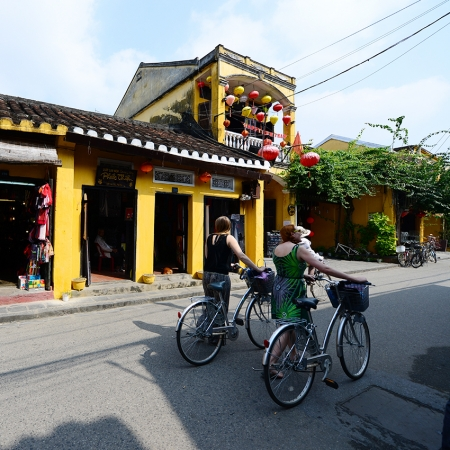 A series of challenges need to be completed as groups work together in the Amazing Race Hoi An.