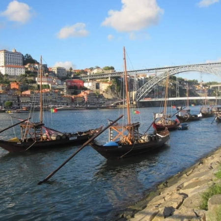 Take a historical train ride combined with lunch and a Rabelo boat in Porto