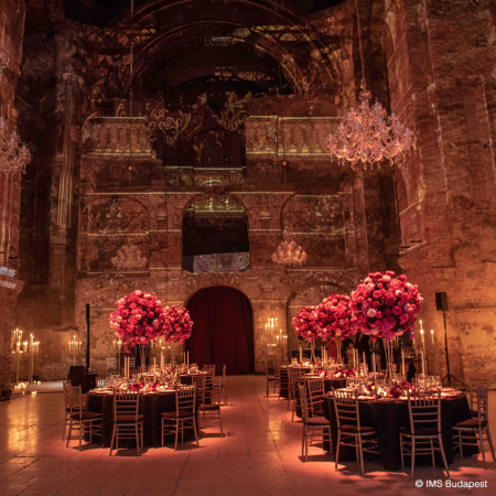 Medieval dinners in former churches with Renaissance musicians and dancers