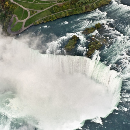 Witnessing the extraordinary beauty of the powerful Niagara Falls all year long