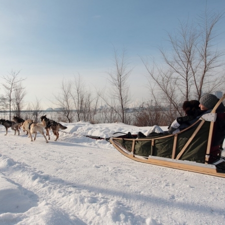 Nature is everywhere: in the city and at its doors. According to the season, outdoor activities possibilities are multiple (dragon boat, biking, kayaking, snowshoeing, snowmobiling, dogsledding…)